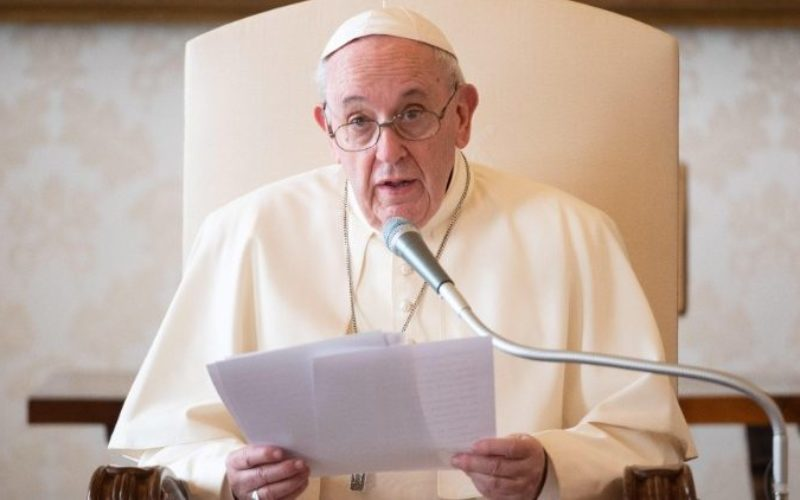 Папата: Во ова тешко време Адвентот е голема надеж