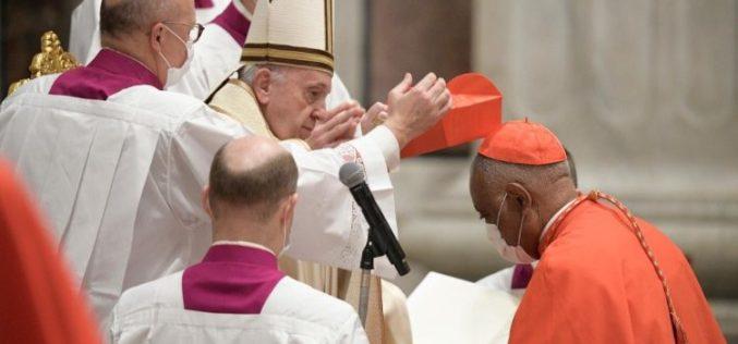 Папата по седми пат креира нови кардинали