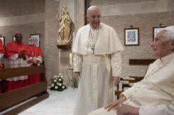 Папата Фрањо со новите кардинали го посети почесниот папата Бенедикт XVI