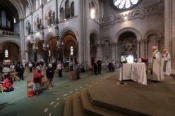 Француски суд побара владата да ја преиспита одлуката за ограничување во црквите