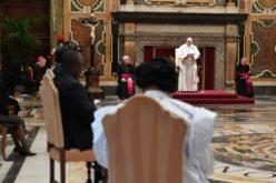 Папата до новите амбасадори: Застапувајте се за поправеден и побратски свет