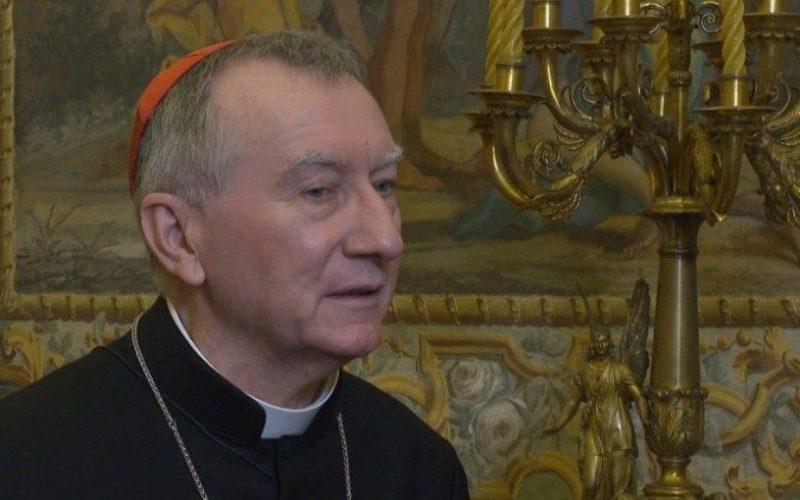 Кардинал Паролин во болница поради закажана операција
