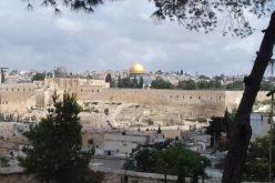 Папата разговараше телефонски со израелскиот претседател