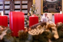 Папата Фрањо: Да го прославиме Божиќ без конзумеризам