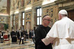 Папата до студентите по теологија: Кога Бог ќе се исклучи од општеството човекот се губи