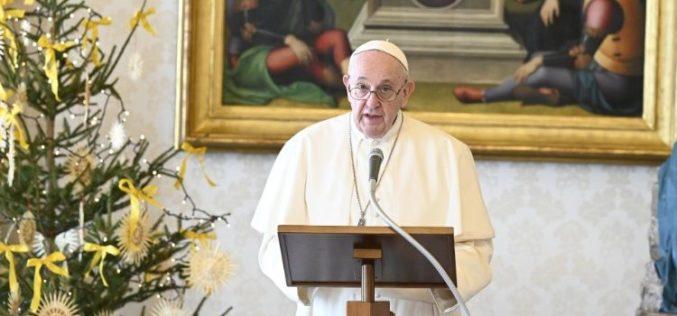 Папата најави година поветена на семејството и Апостолскиот поттик Amoris Laetitia