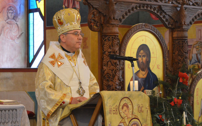Епископот Стојанов служеше божиќна света Литургија во Струмица