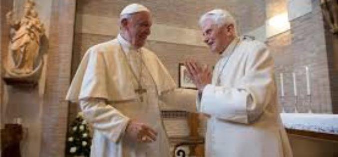 И почесниот папа Бенедикт XV ќе се вакцинира