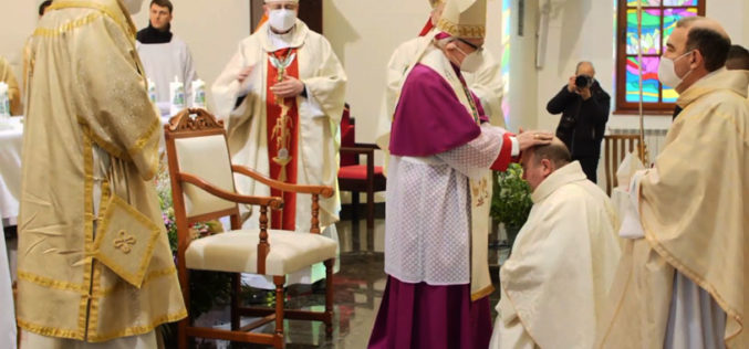 Бискупот Стојанов беше еден од епископите посветители на хиротонијата на монс. Румен Станев