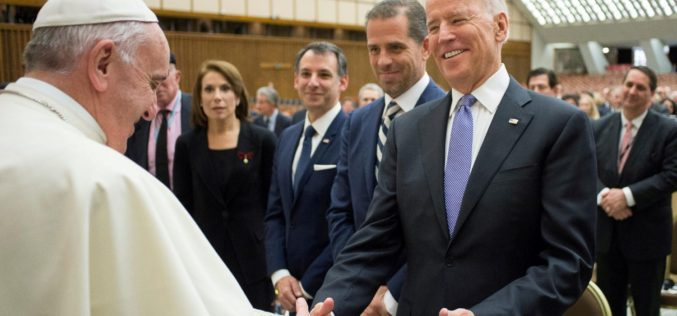 Папата Фрањо му честиташе на новиот американски претседател Џо Бајден