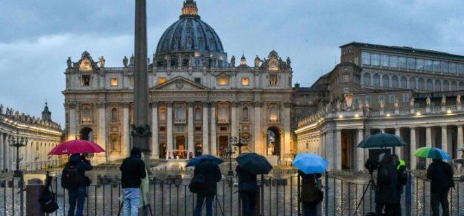Папата: Треба да се покаже вистинскиот живот, да излеземе и да ги запознаеме луѓето