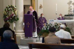 Папата присуствува на погребот на неговиот неодамна починат личен лекар