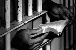 Човекот кој ја палеше Библијата