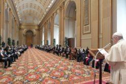 Папата Фрањо се сретна со дипломатски кор акредитиран во Светиот Престол