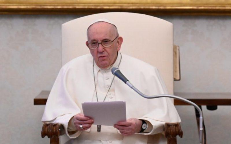 Папата ги повика верниците на конструктивно залагање во сопствената општествена средина