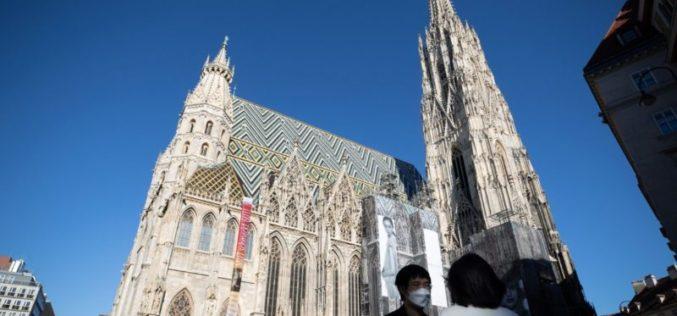 """Црквата во Австрија во великиот пост им нуди на верниците """"СМС на Папата"""""""