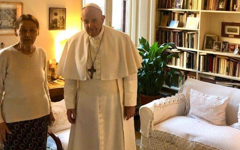 Папата ненадејно ја посети Едит Брук