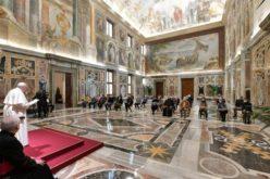 Папа до волонтерите од Фиренца: Вашето служење е конкретен знак на надеж