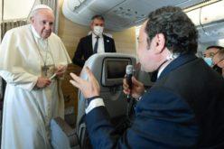 Прес конференција во авионот: Папата ќе патува во Унгарија, а сака да го посети и Либан