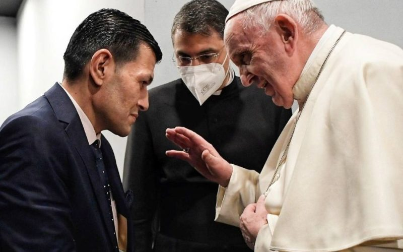 Папата во Ирак се сретна со таткото на малиот Алан Курди