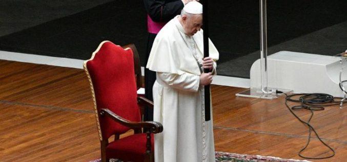 Велигден во Ватикан повторно со ограничувања заради пандемијата