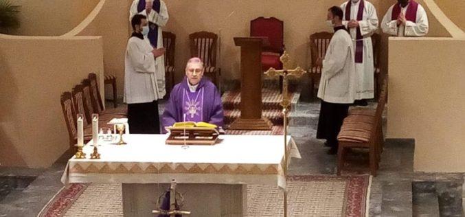 Во Скопската катедрала бискупот Стојанов служеше света Литургија за починатите од КОВИД – 19