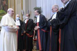 Папата: Нека Црквата биде пример, секогаш транспаретна на економското и финансиското подрачје