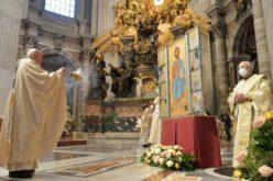 Папата Фрањо ја предводеше воскресната света Литургија во базиликата Свети Петар