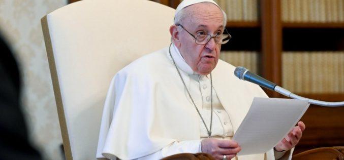 Папата повика да се шири на културата на братство во спортот