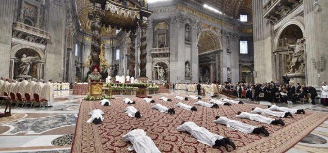 Папата Фрањо ќе ракоположи девет свештеници за Римската бискупија