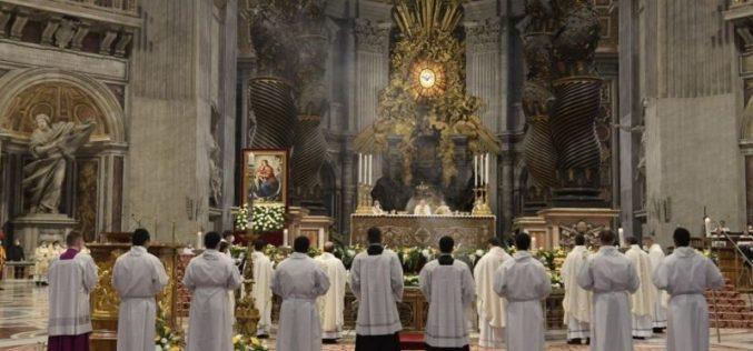 Папата до новите свештеници: Бидете пастири, а не претприемачи