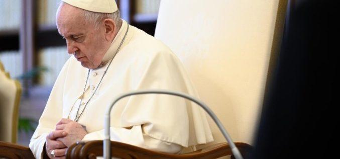 Папата повика на молитва Света Бројаница во месец мај