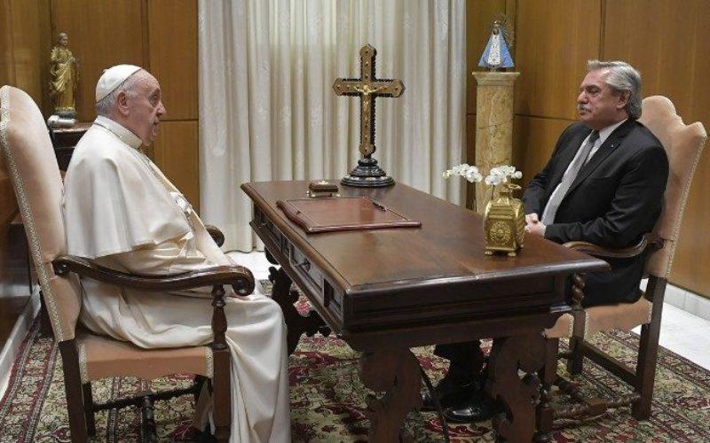 Папата во Ватикан го прими претседателот на Аргентина