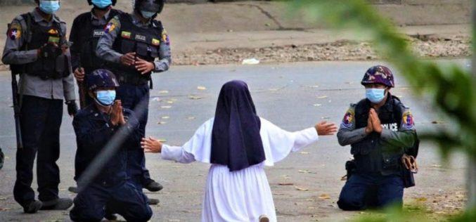 Сестра Ан Росе: Клекнав за да ги спасам младите Бурманци