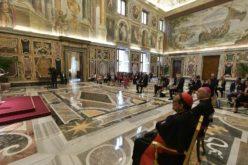 """Папата Фрањо: Малолетниците треба да се заштитат од """"психолошкото убиство"""" на злоупотреба"""