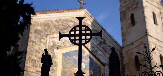 Папата ја повика целата Црква да моли за мир во Светата Земја