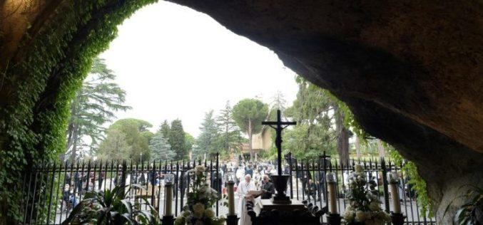 Молитва до Богородица за да ги разврзе чворовите кои го мачат човештвото