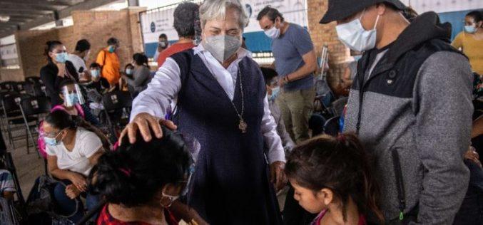 """Благодарност на Папата на сестра Норме, """"ангелот"""" на мигрантите на границата меѓу Мексико и САД"""