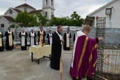 Епископот Стојанов во Радово го благослови камен темелникот на новата парохиска куќа и пасторален центар