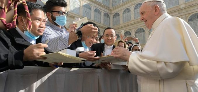 Генерална аудиенција: Исус се моли за сите нас