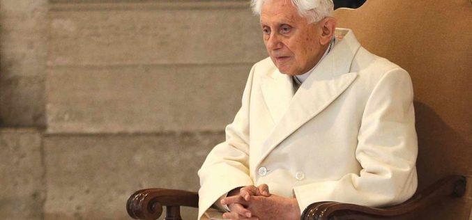 Изненадување од Баварија за почесниот папа Бенедикт XVI