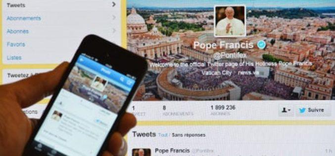 Преку Твитер Папата Фрањо се заблагодари за молитвите