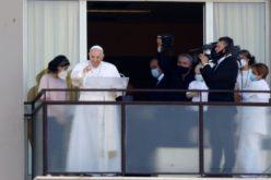 Папата Фрањо молеше Ангел Господов од поликлиниката Џемели