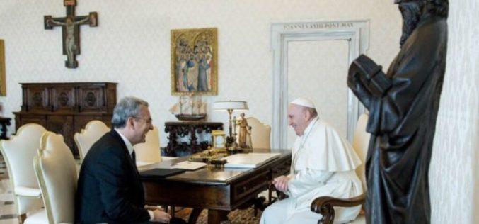 """Папата упати сочувство по повод смртта на """"готвачот на сиромашните"""", Дино Импаљацо"""