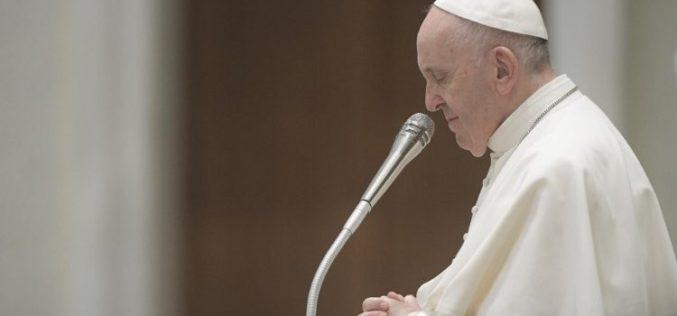 Папата изрази сочувство по повод убиството на свештеникот во Франција