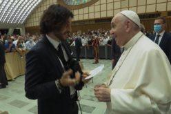 Папата се сретна со тимот од серијата Chosen