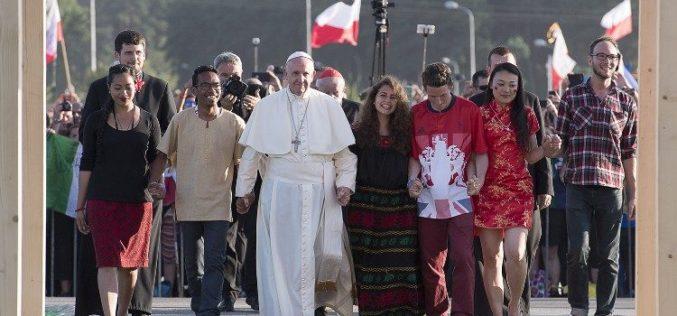 Папата: Со младите луѓе можеме да го оствариме сонот за братски свет