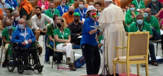 Папата: Одете на перифериите, полни се со осаменост