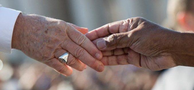 Папата: Не дозволувајте индивидуализмот и рамнодушноста да ви пречат во делувањето