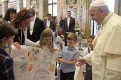 Папата до членовите на Фондацијата Арше: Вашето прифаќање на луѓето во неволји е знак на надеж